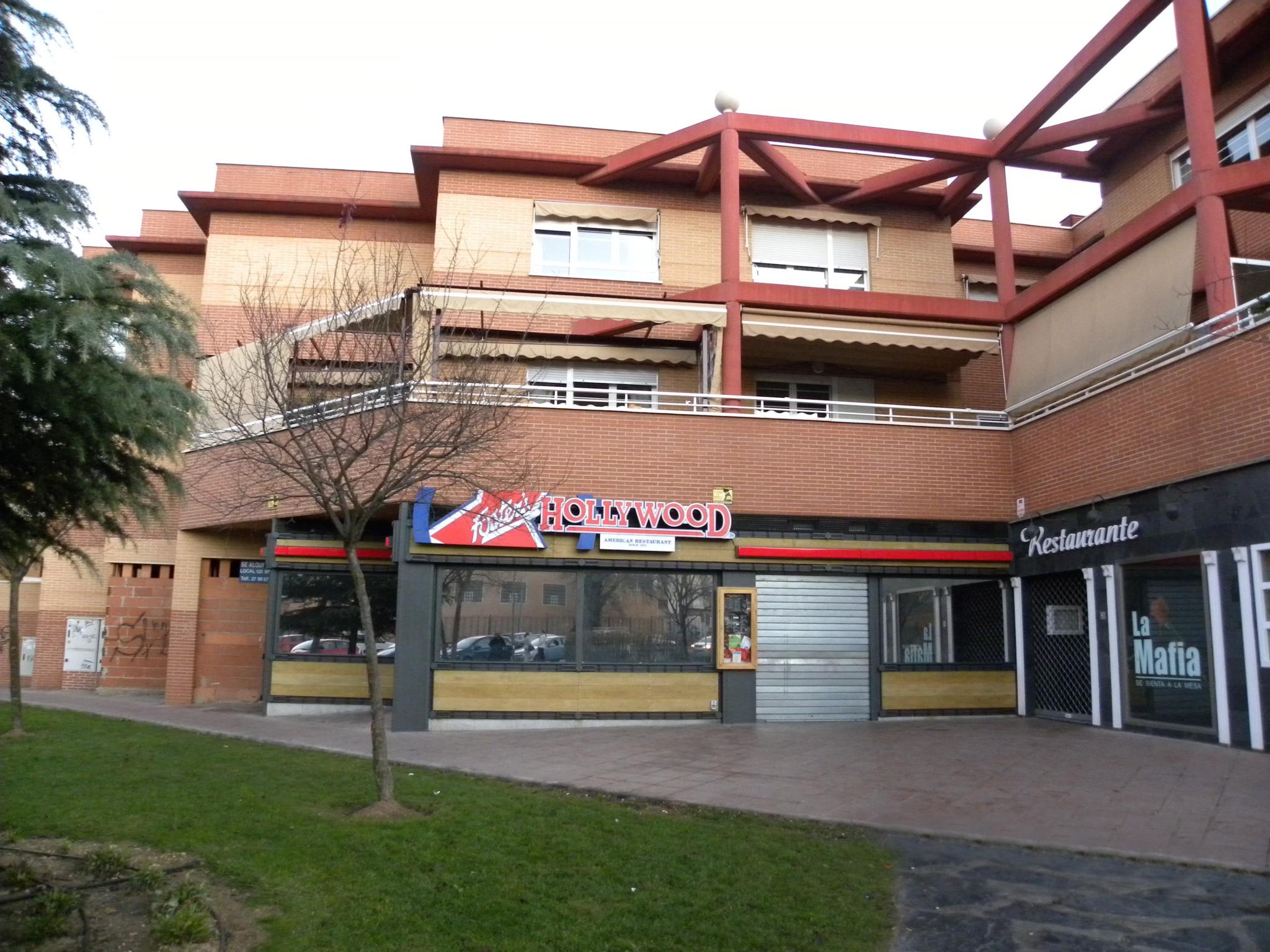 Se alquila local con terraza en Ciudad Real