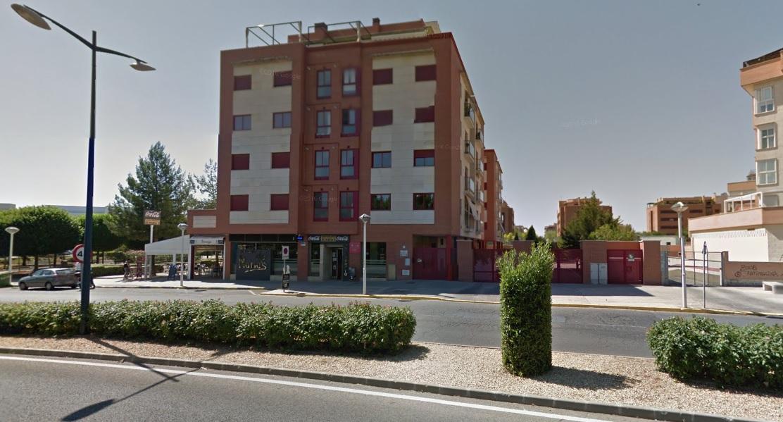 Se alquila plaza de garaje zona Hospital Inmobiliaria Aguilar